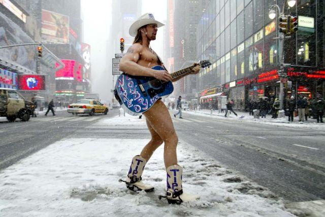 Naked-Cowboy winter