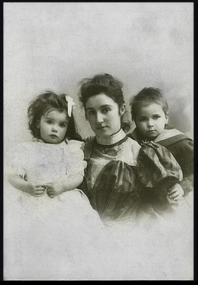 Baekelands vrouw Celine Swarts en hun twee kinderen