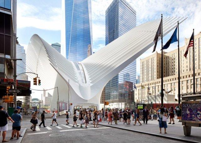 De straatingang van de Oculus